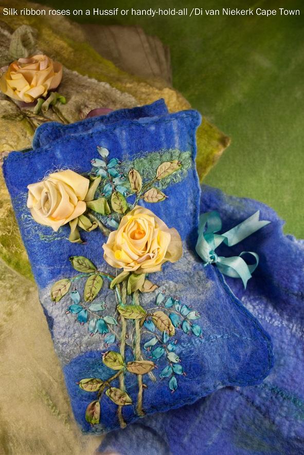 вышивка лентами на сумочке, украшение вышивкой лентами, как сделать розу Ди ван Никерк вышивка лентой мастер-класс, розы из ленты, шелковая лента для изготовления цветов, вышивки лентами розы, выставки вышивки Киев, Украина