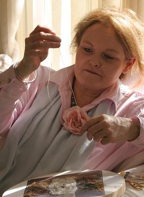 Ди ван Никерк вышивка лентой мастер-класс, Киев, розы из ленты Ди ван Никерк, шелковая лента для изготовления цветов, выставки вышивки лентами