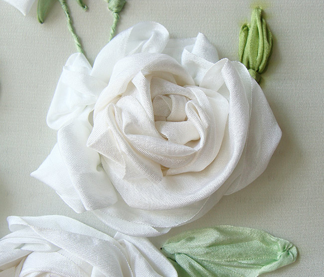 silk ribbon roses, ribbon embroidery roses, flowers in silk ribbon, ribbon embroidery