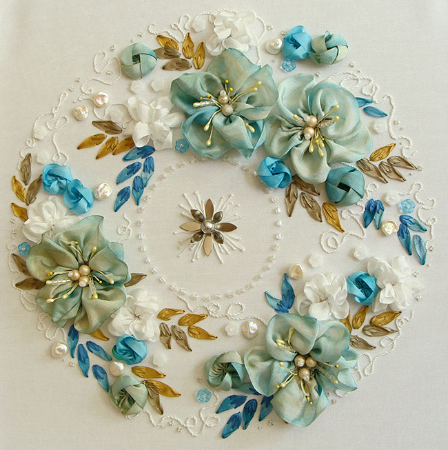 ribbon embroidery wreath, Christmass wreath, DIY, ribbon embroidery kits, book on silk ribbon embroidery