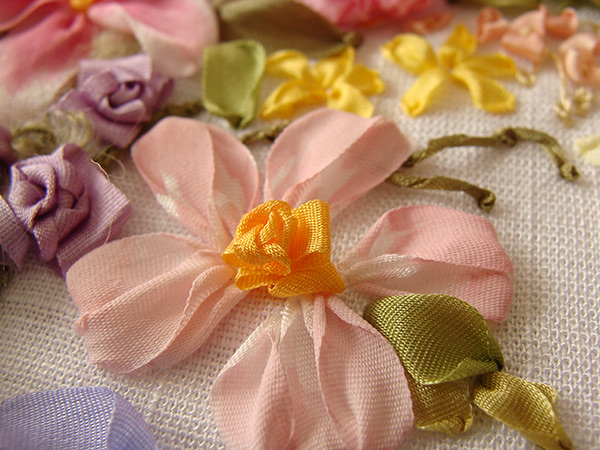 ribbon embroidery, silk ribbon embroidery, silk ribbon, ribbon embroidery kit, daisies in ribbon embroidery, ribbon flowers, designs for beginners